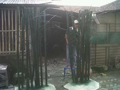 Proses pembuatan pohon bambu tiruan / artifisial