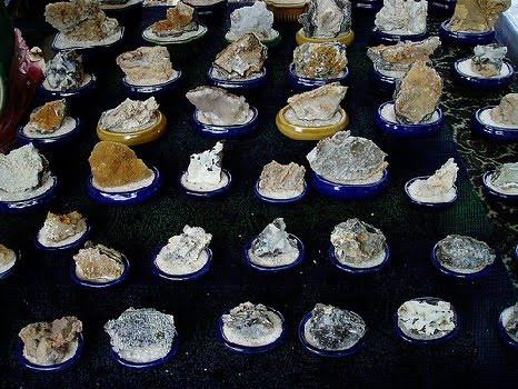 象屿山开采出形形色色的水晶