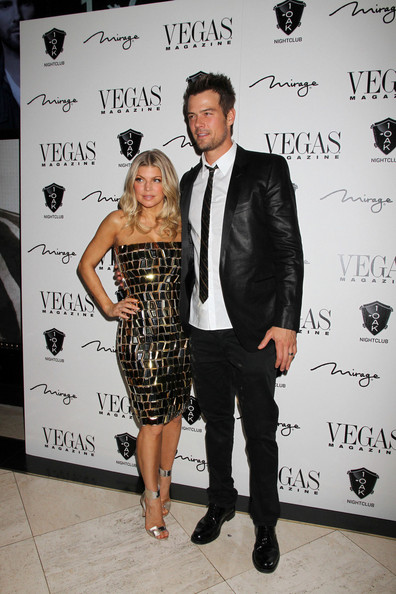Fergie Fergie Josh Duhamel ring 2012 celebrating