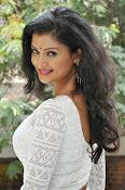 Ishitha Vyas sizzling pics-thumbnail-15