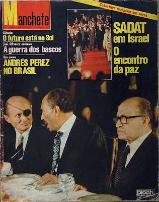 Capa da revista Manchete de 03 de dezembro de 1977 - nº 1337 - Foto com Moshe Dayan,  Anuar Sadat e Menahen Begin em Israel