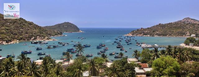 Đi thuyến khám phá vẻ đẹp Vịnh Vĩnh Hy ở Ninh Thuận