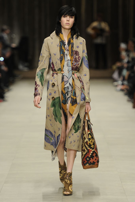 Edie Campbell Burberry Prorsum Fall Winter 2014 fashion show