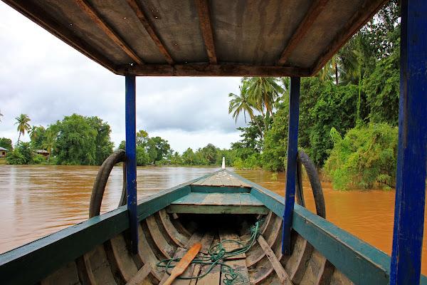 Navegando por el rio mekong en Si Phan Don - 4000 islas del Mekong (Laos)