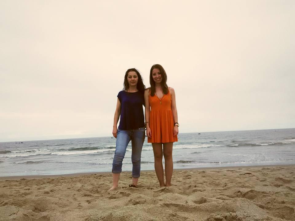Mis nietas, Diana y Sheila en una playa en California, EEUU.