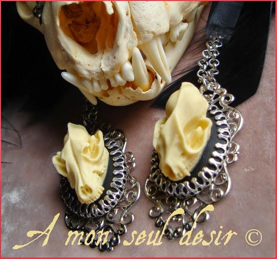 collier gothique crâne résine loup chauve souris lycanthropie chauve souris vampire curiosité taxidermie anatomie