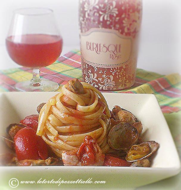 linguine allo scoglio con pomodorini, cozze, vongole gamberi,