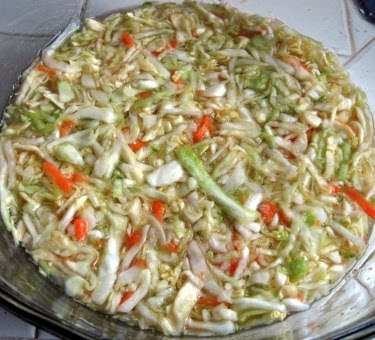 Curtido de repollo: Salvadorean cabbage slaw