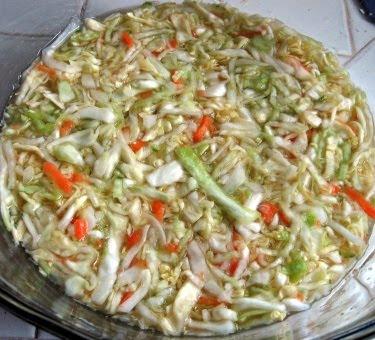 Curtido de repollo: Salvadorean cabbage slaw