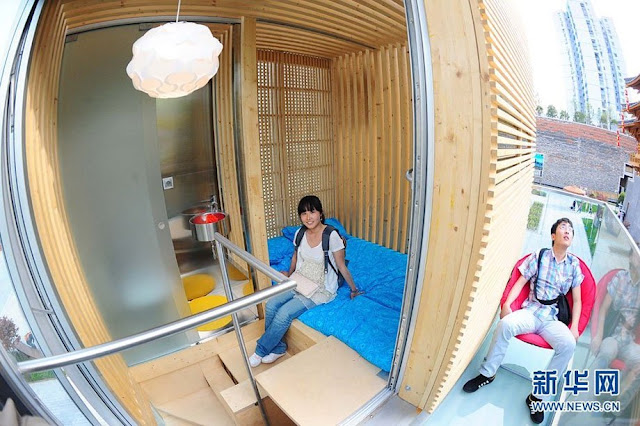 Photo of tourists experiencing the sustainable micro house