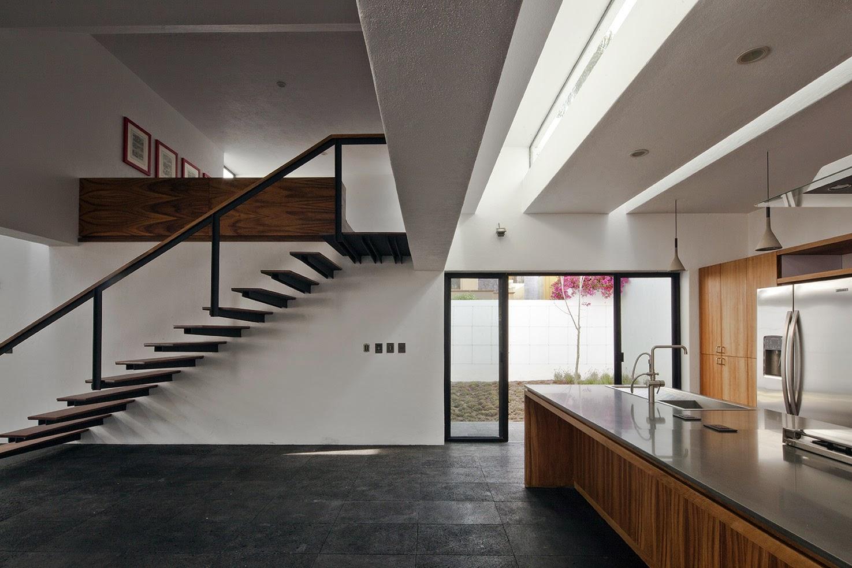 Rumah dengan Perpaduan Lokalitas dan Modernitas 15