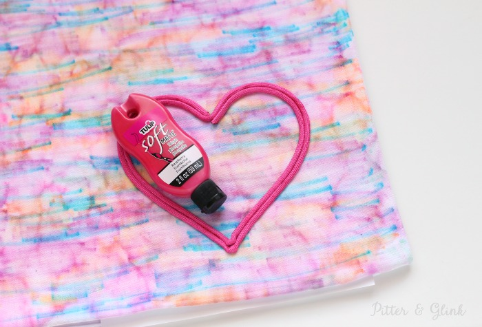 Fill in a paracord heart with fabric paint to make it pop. pitterandglink.com