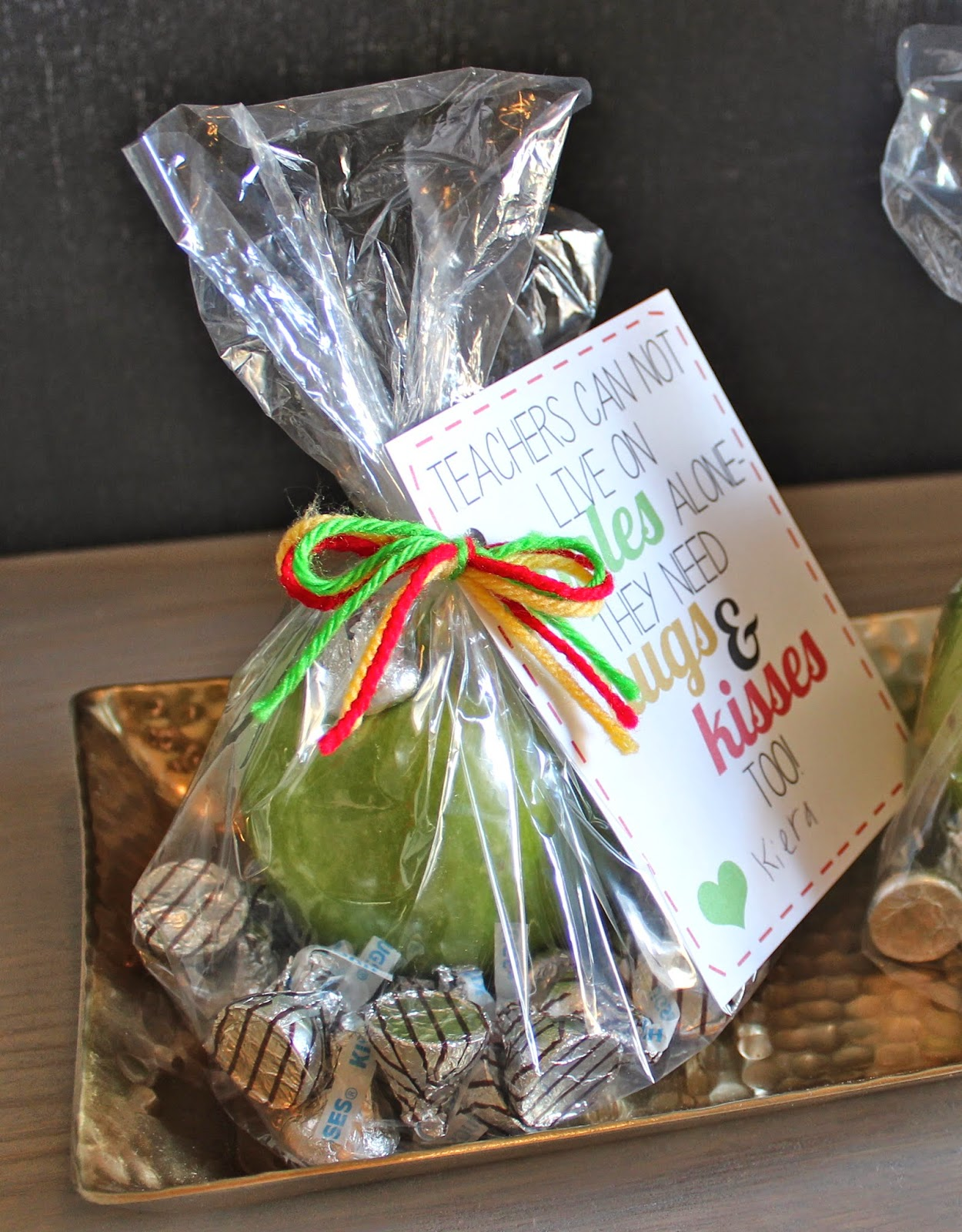 Kinzie's Kreations: Apples, Kisses & Hugs Teacher Thank-you