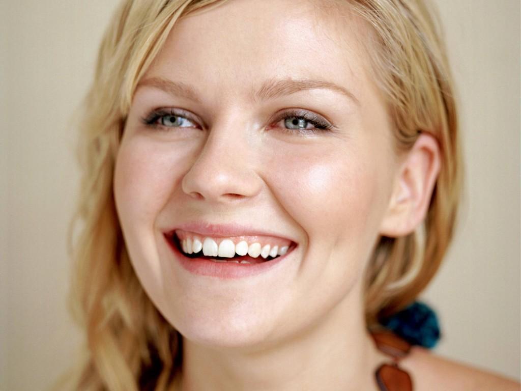 kirsten-dunst-teeth-917166102.jpg