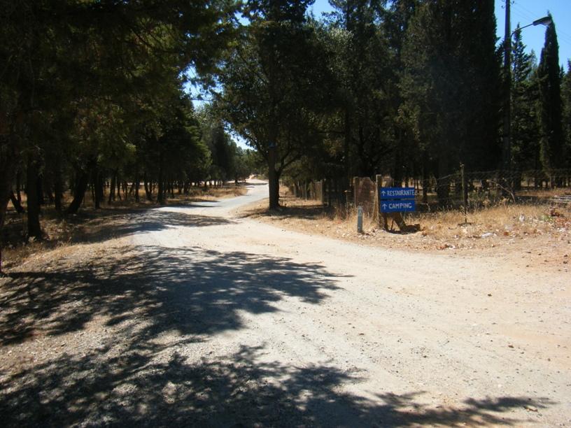 Restaurante e Parque de campismo -estrada em terra batida