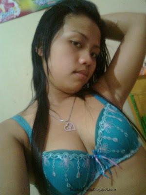 Foto Selfie Toket ABG Sambil Ngocok Memek