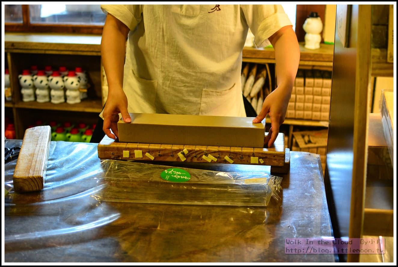 步驟二:將皂平放在切皂器上