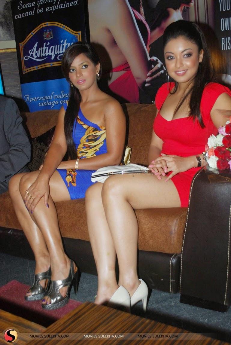 Tanushree Dutta legs show