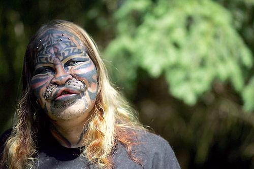 welcome to iyaniwurau002639s blog the stalking cat man cat man 500x334