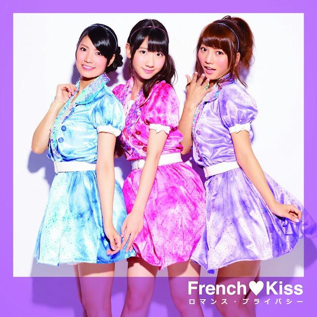 French Kiss wallpaper