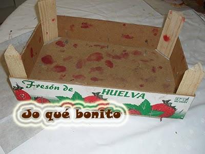 Caja de fresas reciclada con arpillera