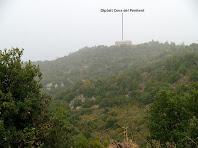 El dipòsit d'aigua de la Cova del Penitent des del Pi de la Llagosta