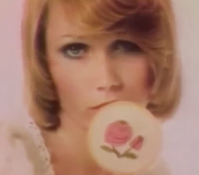 Propaganda polêmica do Love's Baby Soft (Inocência Sexy) - 1975