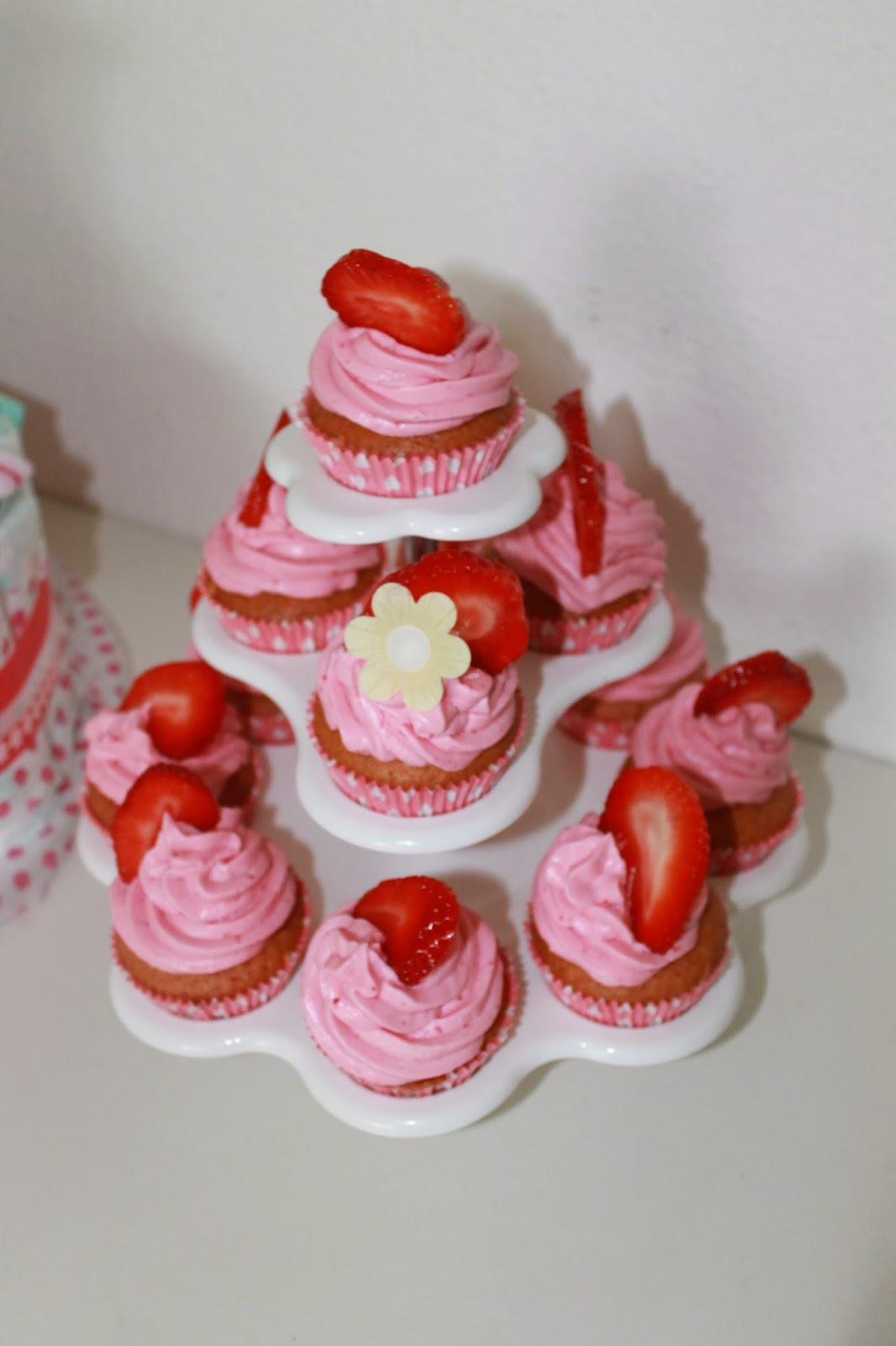 http://lieblingstorte.blogspot.de/p/erdbeer-cupcakes.html