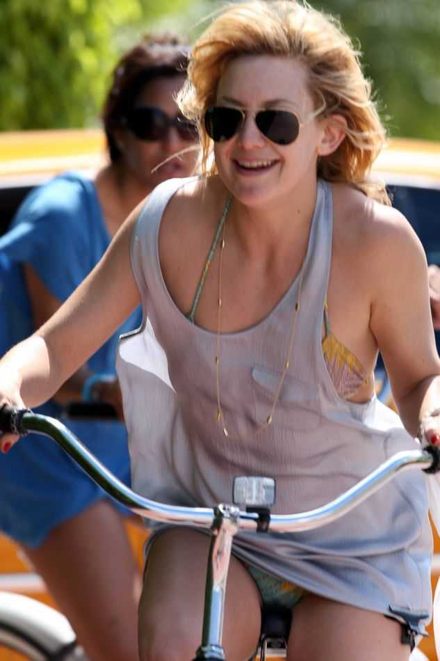 Kate Hudson S Upskirt Moment While Riding Bicycle