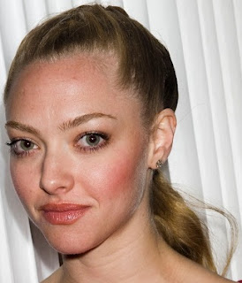 amanda seyfried looks