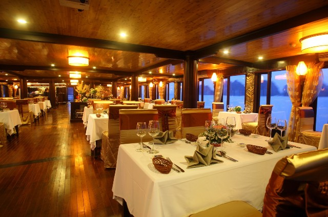 Dining Table - Victory Star Cruise