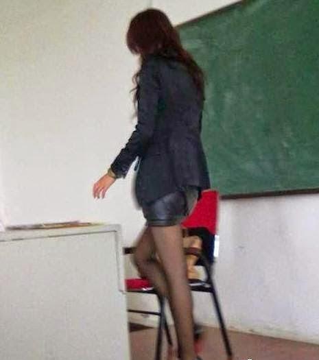 что у учительницы под юбкой фото
