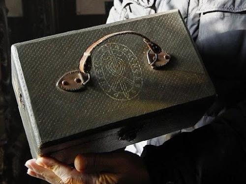 Crânios de criaturas desconhecidas são encontrados em maleta
