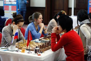 La Russe Nadezhda Kosintseva (2546) a été battu par la Chinoise Hou Yifan (2578) © site officiel