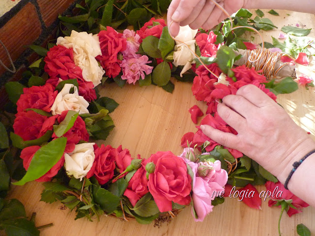Πρωτομαγιάτικο στεφάνι-πρωτομαγιά-καλό μήνα-λουλούδια του Μάη- Μάης