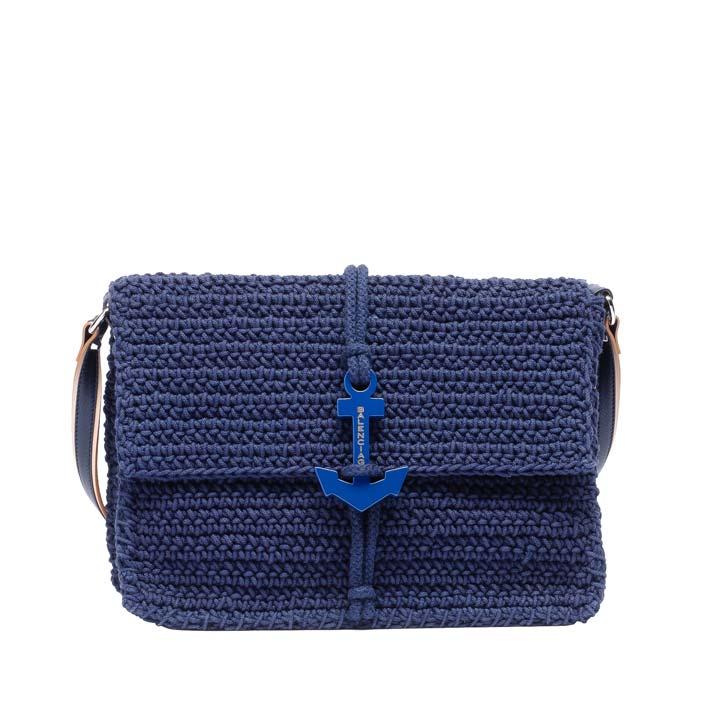 А в новой коллекции Candy Bags от Furla рептилия уживается даже... Вязаный клатч Balenciaga