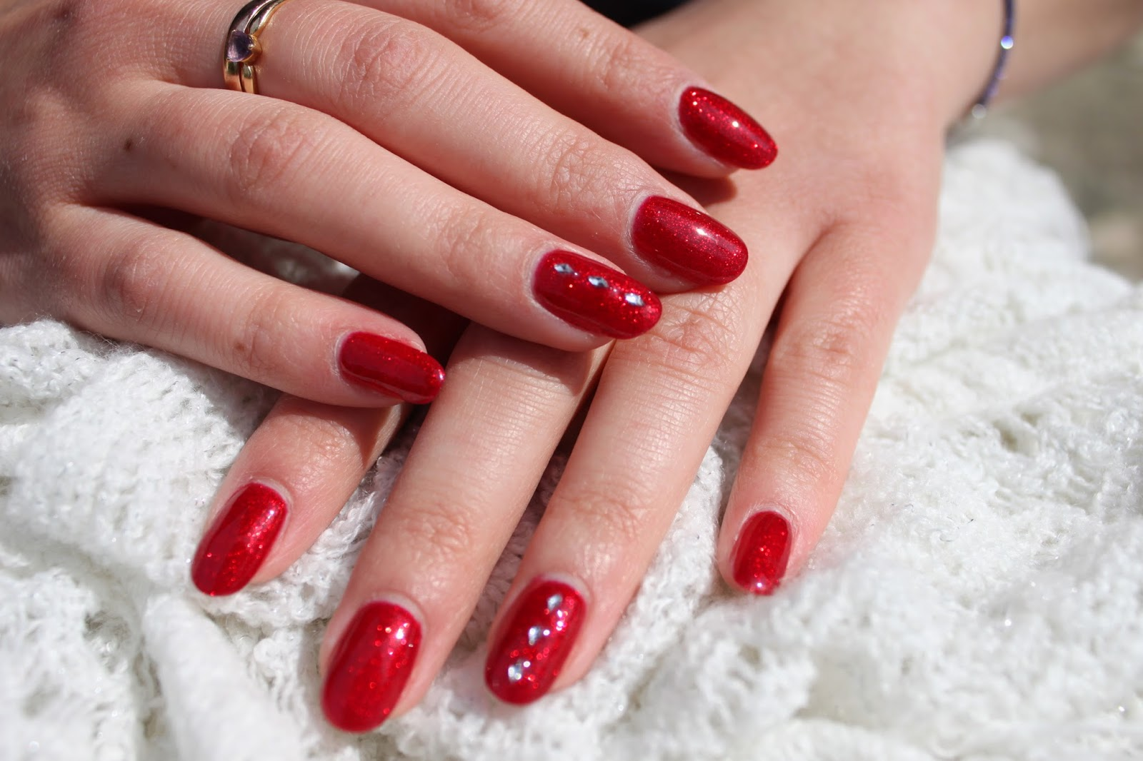 ongles vernis semi permanent rouge. Black Bedroom Furniture Sets. Home Design Ideas