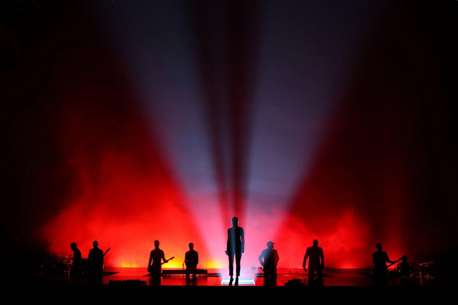 http://1.bp.blogspot.com/-JTnlNg7K5gA/TjQ6usZi0-I/AAAAAAAAE2c/kF30ltpZ-VA/s1600/Sade+Concert2.jpg
