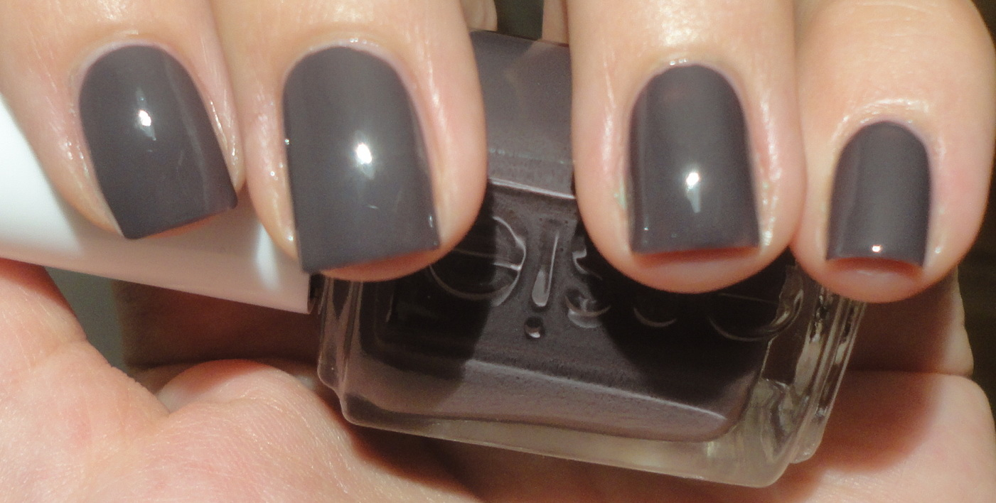 nail polish: Essie Smokin Hot