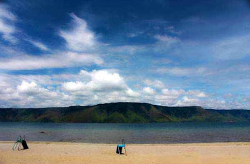 Hasil gambar untuk Pantai Pasir Putih Parbaba