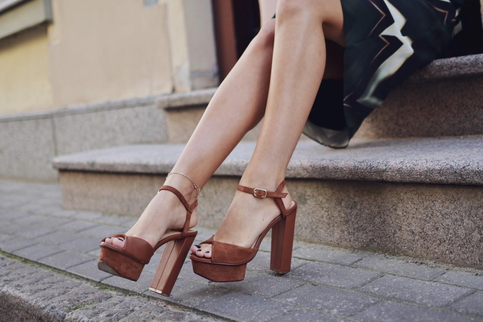 H&M tan chunky heels