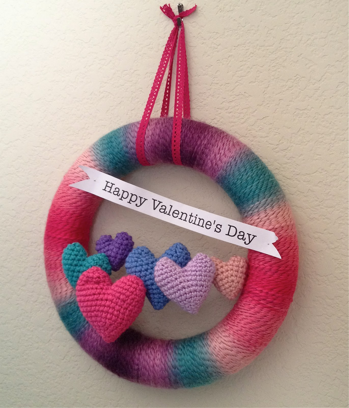 Valentine s Day Crochet Patterns : Mary Anns Crochet : Valentines Wreath