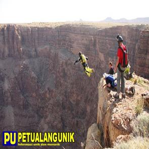 http://www.jadigitu.com/2012/12/nyobain-olahraga-ekstrim-base-jumping.html