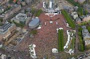 Museumplein Oranjeplein . Kroning Willem Alexander (oranjeplein museumplein koninginnedag)