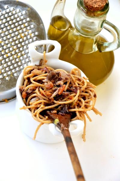 spaghetti integrali con radicchio rosso e bottarga