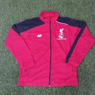 gambar desain terbaru musim depan gambar photo kamera Jaket Liverpool new Balance warna merah terbaru musim 2015/2016 di enkosa sport toko online pasar tanah abang