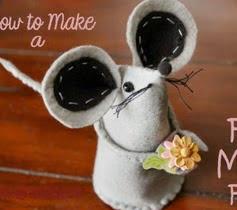 http://translate.googleusercontent.com/translate_c?depth=1&hl=es&rurl=translate.google.es&sl=en&tl=es&u=http://insidenanabreadshead.com/2013/01/14/photo-tutorial-how-to-make-felt-mice-and-the-one-that-got-away/&usg=ALkJrhjlc2HjghVS49jJTxU9stwzc_V8ig