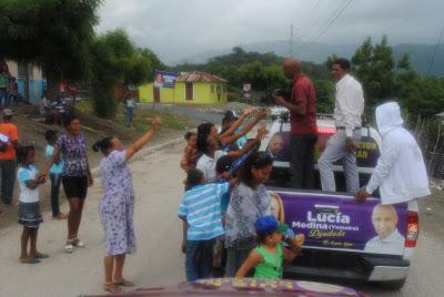 Precandidato síndico PLD Nolio De León, en recorridos escucha moradores y lleva esperanza