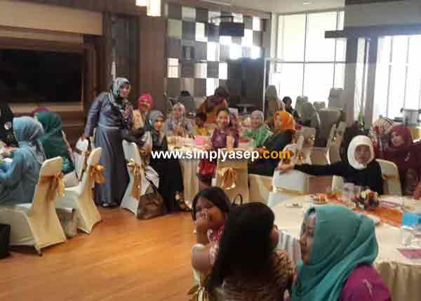 Pesertanya dari forum IWABA (Ikatan Wanita Perbankan) yang mayoritas adalah para istri pejabat dan pegawai Bank Bank Swasta dan Pemerintah. Foto Asep Haryono