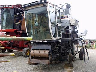 EQ-25045 Gleaner F3 combine